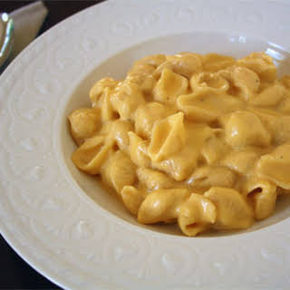 Stove Top Macaroni and Cheese {Recipe}.