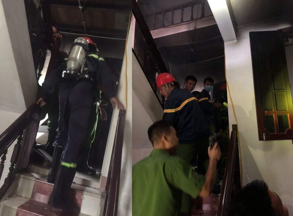 Lính cứu hỏa tiếp cận hiện trường khá chật hẹp để chữa cháy