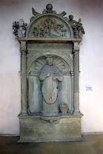 Photo: Grabmal des Bamberger Fürstbischofs Johann Georg Zobel v. Giebelstadt aus der Zeit um 1577/80 in der St.-Michaels-Kirche zu Bamberg. Der Schöpfer des Grabmals, Hans von Wemding, ist mit dem Bildhauer Hans Werner identisch.