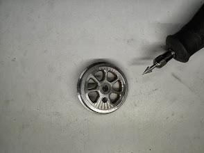 Photo: Usinage des congés de rayons avec une mini perceuse
