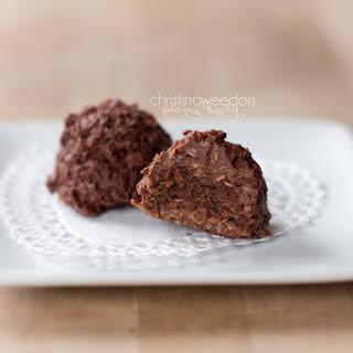 Gluten Free, Raw, Vegan Chocolate Macaroons {Hail Merry Copy Cat}.