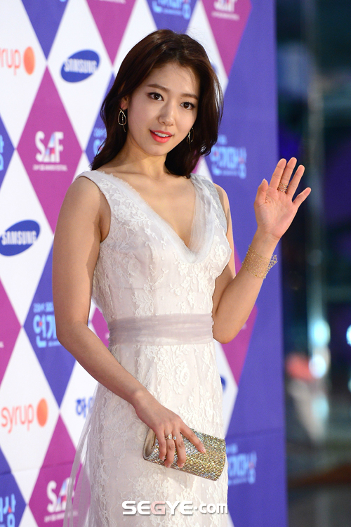 shinhye gown 15