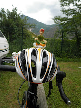 Photo: Alpe d'Huez 2012 - Peter Pan op de helm van Dirk