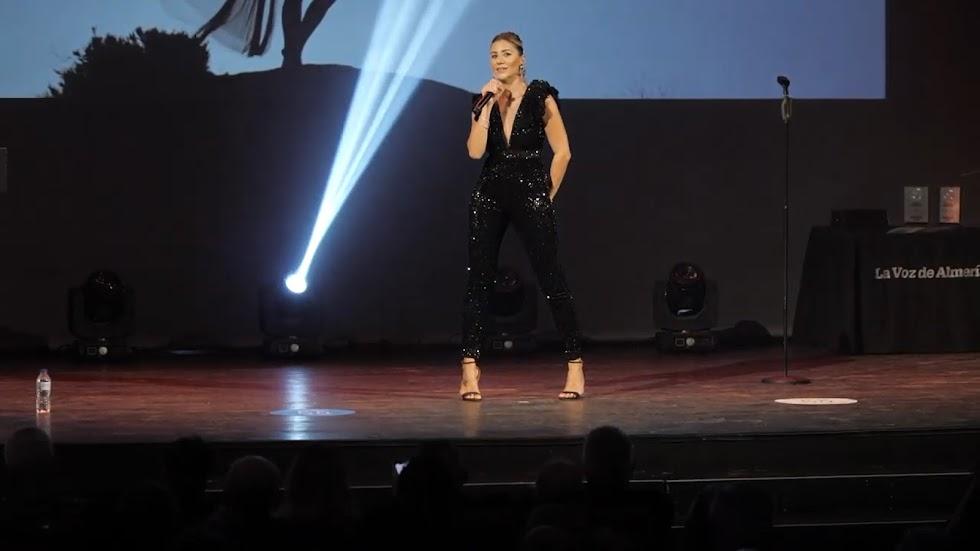 Actuación de la cantante ENNA en el Teatro Cervantes.