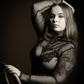 Janina by Simo Järvinen - Black & White Portraits & People ( studio, woman, monochrome, portrait, female )