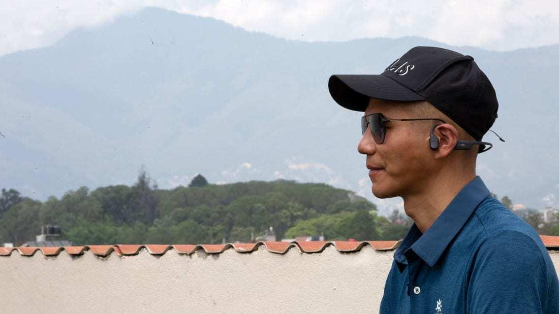 """Người khiếm thị đầu tiên tại châu Á chinh phục """"Nóc nhà thế giới"""""""