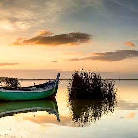 Quiet by Paulo Mendonça - Transportation Boats