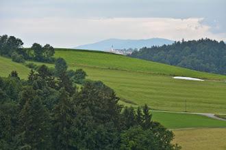 Photo: W dali widocznyBrotjackriegel (1016 m) z wieżą przekaźnika. Poniżej widoczny kościół wPerlesreut.