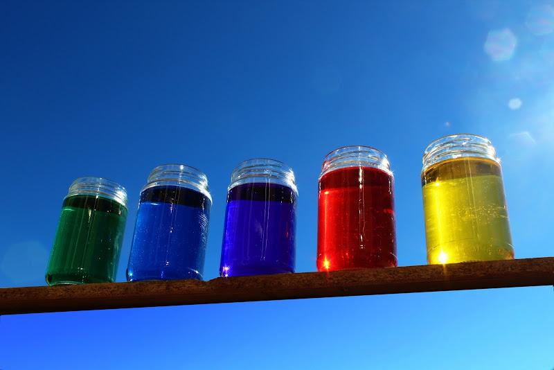 Imbottigliare i colori del cielo  di Uomoz