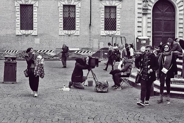 Memorie di una Vecchia Macchina Fotografica di Tomassetti Sara
