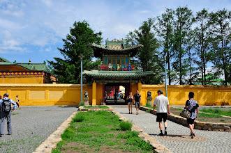 Photo: Ulan Bator - Notre programme est chargé en visites. A peine débarqués de l'avion, nous attaquons par un monastère, celui de Gandan.