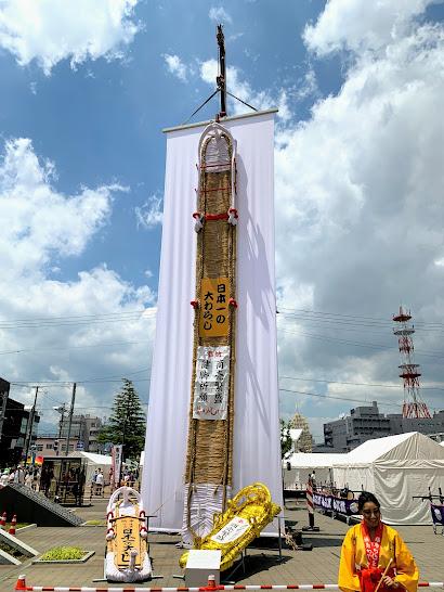 福島市役所前の日本一の大わらじ