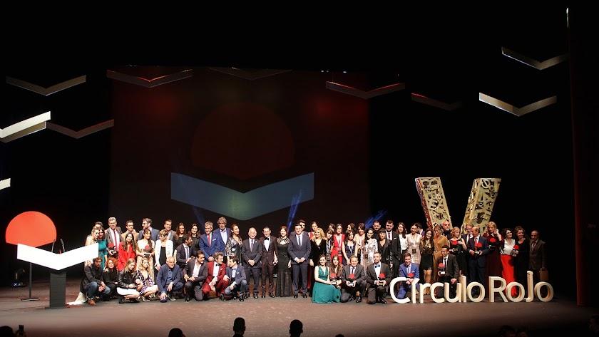 Foto de familia de los galardonados en los Premios Círculo Rojo.