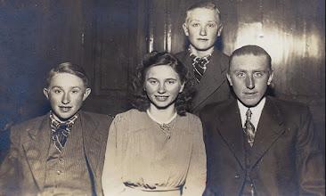 Photo: Hendrik, Grietje, Albert en Berend Scheper