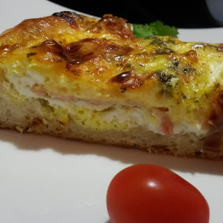 Deep Dish Breakfast Pizza with Ham and Apple