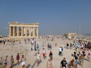 Photo: Le Parthénon, les touristes et l'Erechtheion