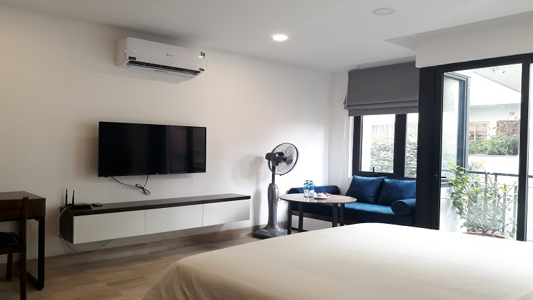 Luxury studio apartment with balcony in Tran Duy Hung street, Cau Giay district for rent