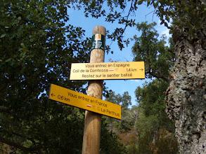 Photo: Col de la Tour, segnali al confine. Ed io torno indietro: stavo mangiando ed ho sbagliato strada!