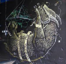 Photo: SU MUNDO SE DERRUMBA - Ihre Welt bricht zusammen