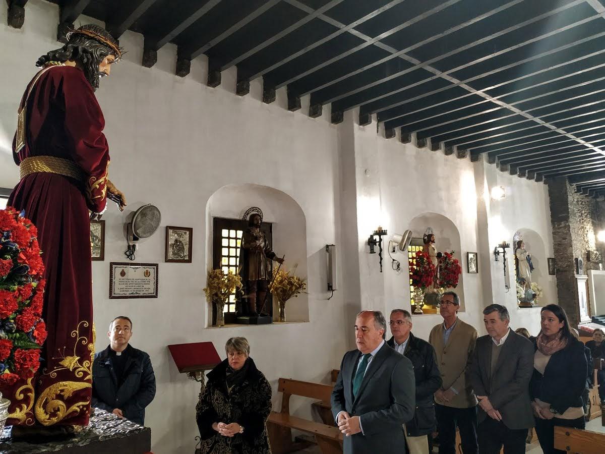 El alcalde participa en el tradicional Besapié al Cristo de Medinaceli