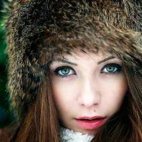 EYES OF WINTER by Daniel Kitu - People Portraits of Women ( face, green, feminine, beauty, eyes )