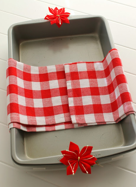 Add a cute dish towel and some pretty tie-ons as you prepare the pan for dish return