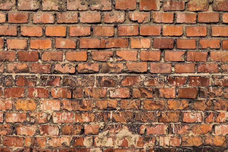 Another brick in the wall di marco_frosini_