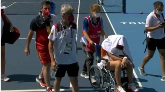 Paula Badosa abandona y se retira en silla de ruedas