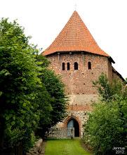 Photo: Das Dach der im  15. Jahrhundert erbauten Dorfkirche ist schon erneuert. Nun müssten auch der schöne Innenraum und die Fenster saniert werden. Förderverein Dorfkirche Groß - Tessin Spendenkonto: SP MNW Konto-Nr.: 1000306840 BLZ: 14051000 Vorsitzende: Katrin Langbehn Tel.: 038429 337