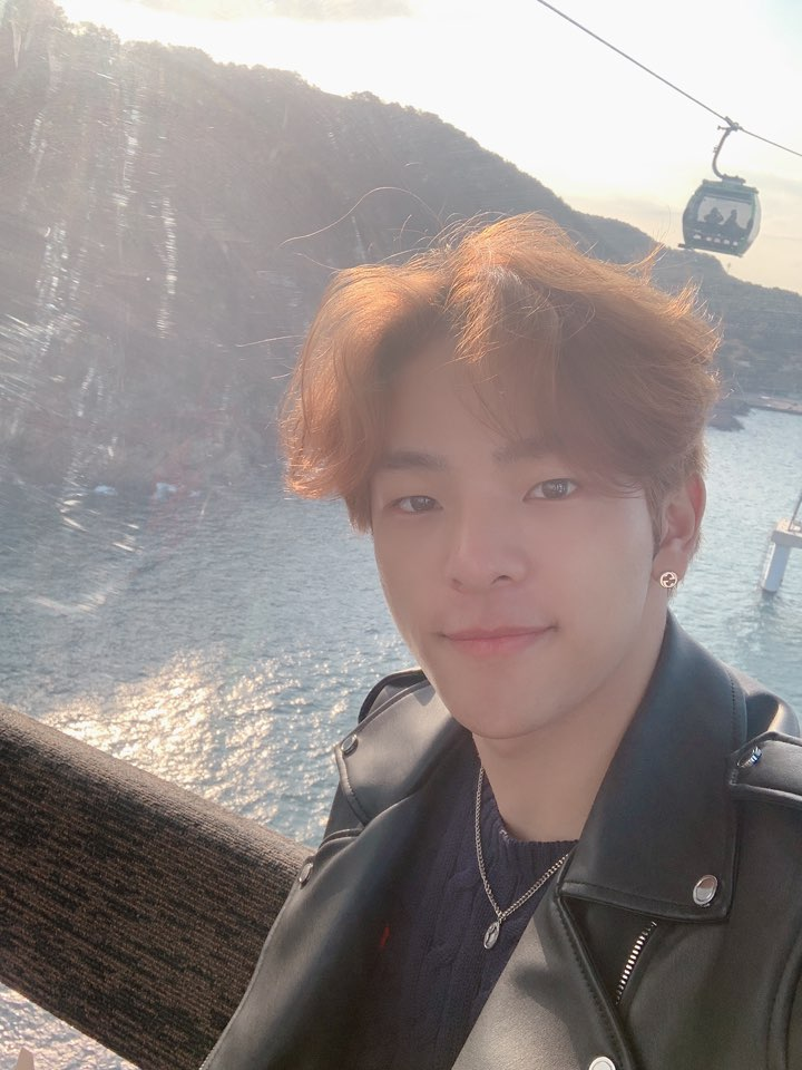 woojin selfie