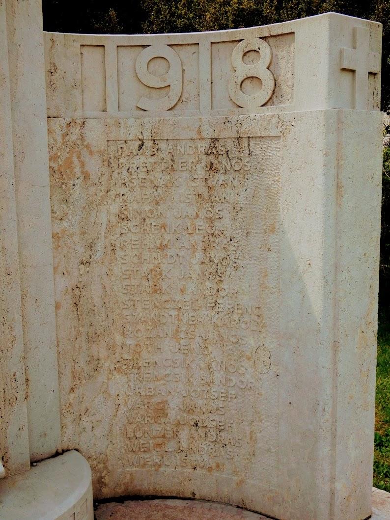 Lábatlan - I. világháborús emlékmű a piszkei templomkertben