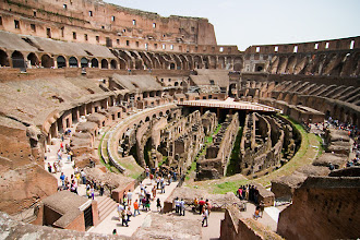 Photo: Colosseumin raunioita.