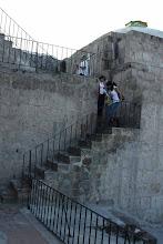 Photo: Saliendo del museo de la Catedral. Escaleras que llevan a la puerta lateral que da al pasaje de La Catedral