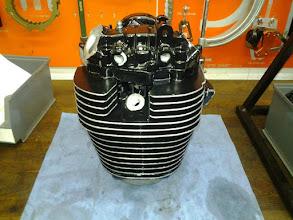 Photo: Der Zylinder wurden neu gehont und bekommt einen neuen Wössner Kolben. Zyl.kopf und Zylinder wurden kplt. neu lackiert. Kipphebel und Nockenwelle mußten leider auch erneuert werden da defekt.