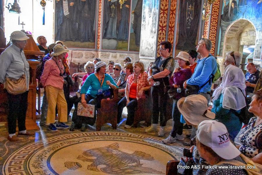 Экскурсия гида в Израиле Светланы Фиалковой в верхнем храме монастыря Герасима Иорданского.