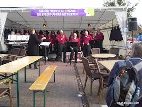 Photo: Mannenkoor Germania uit Heeten. Uiteraard bij de rustplaats in Heeten.