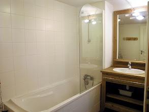 Photo: Une salle de bain d'un appartement de la résidence