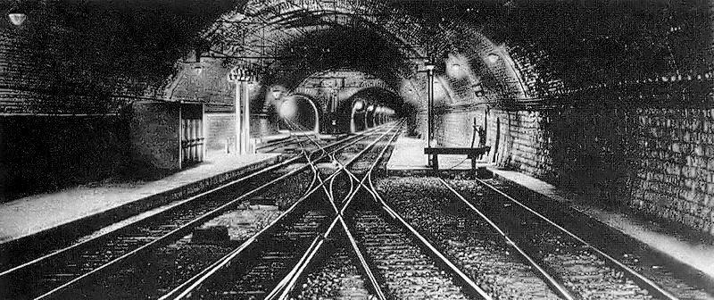 Immagine d'epoca del camerone centrale di Precedenze