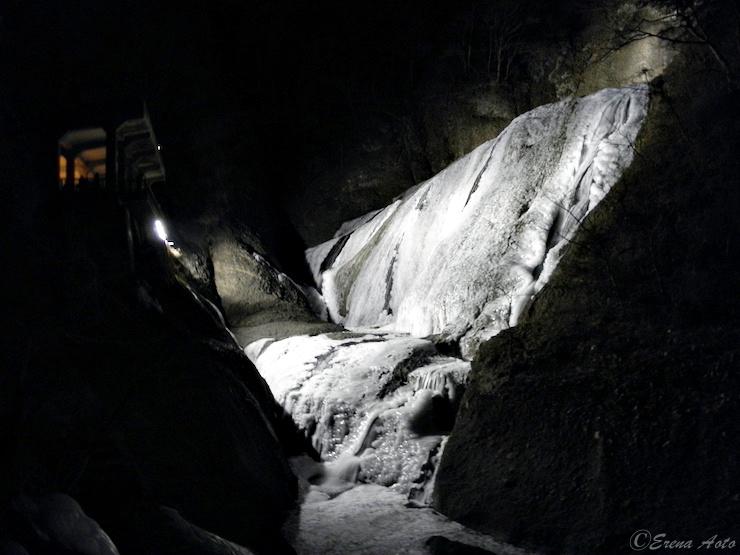【冬だからこそ味わえる絶景】日本三名瀑「袋田の滝」の氷瀑とは?