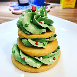 Christmas Tree Shortbread by Michelle Ng - Food & Drink Cooking & Baking ( yummy, cookie, homemade, frosting, christmas, cookies )