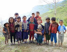 Photo: und werden zur Attraktion für die Dorfjugend von Navagon