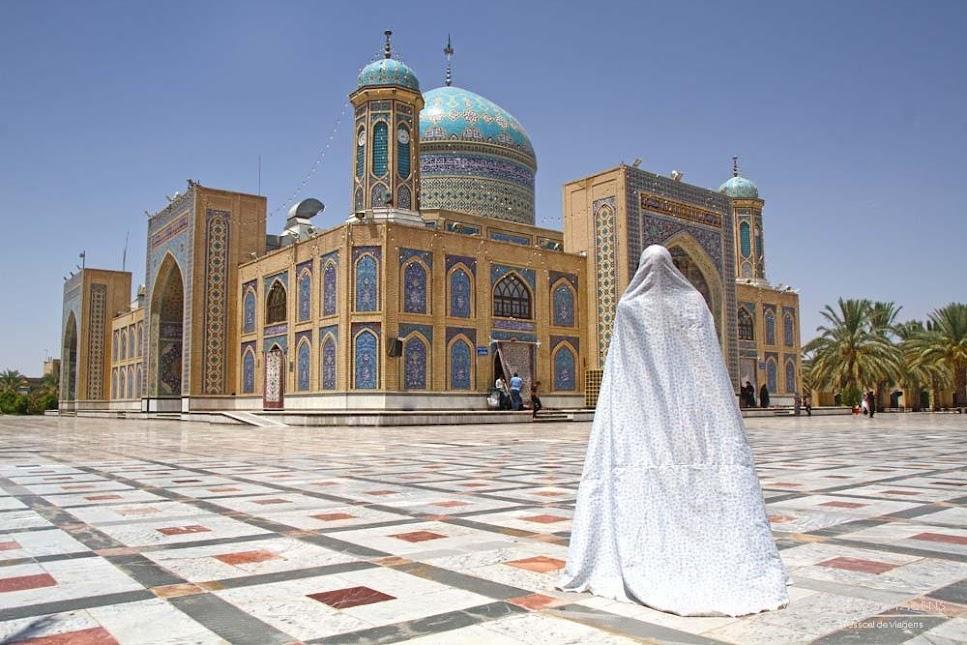CÓDIGO DE VESTIMENTA NO IRÃO   Como se vestir para respeitar o dress code do Irão