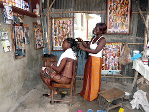 Photo: coiffeuse traditionnelle