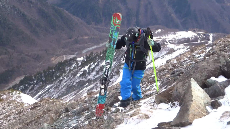 【八方尾根スキー場】バックカントリー岩場を歩く