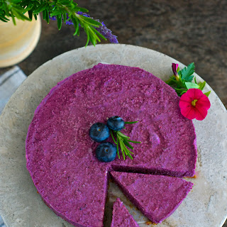 Raw Cake with berries.