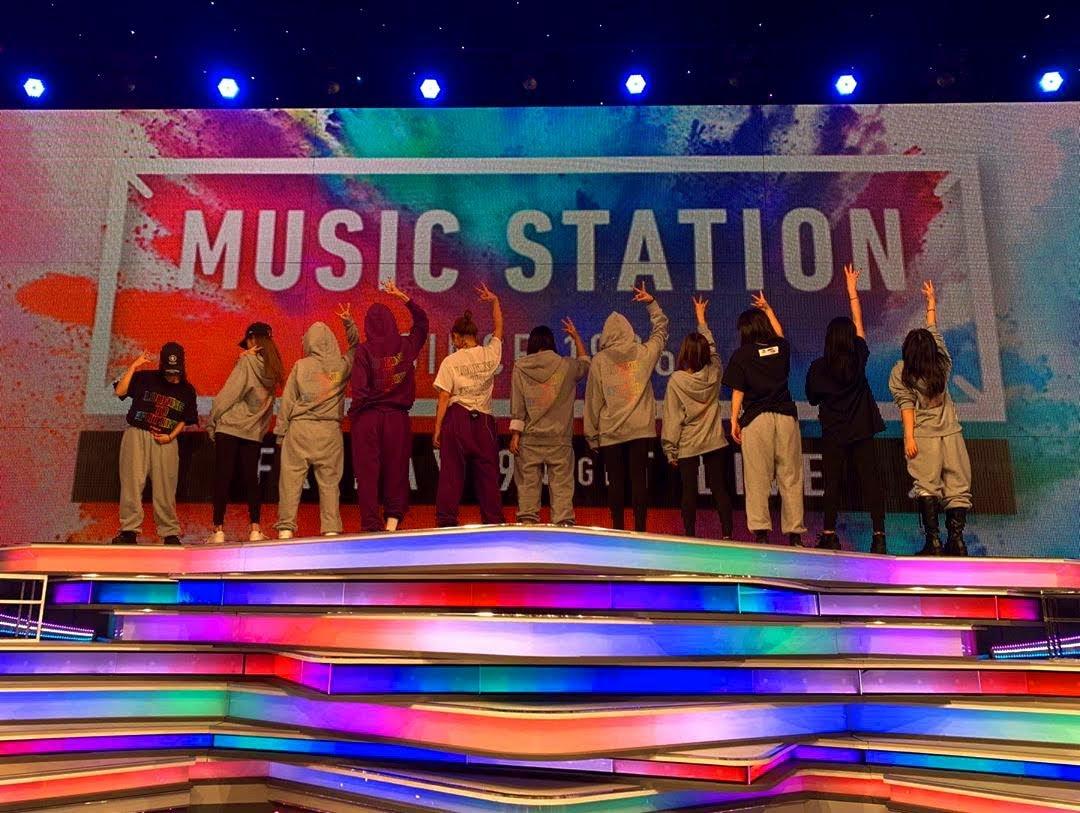 E-girls, no programa MUSIC STATION.