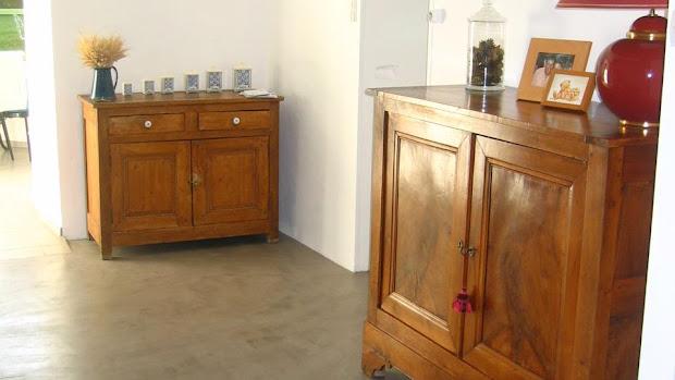 Le béton ciré fait aussi merveille dans les demeures anciennes, il respecte l'esprit du lieu