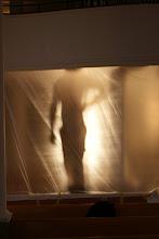 Photo: Lichtspiel mit Malerin