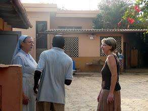 """Photo: à Azové, au dispensaire """" flambant neuf """" tenu par Soeur Séréna, missionnaire-infirmière italienne"""