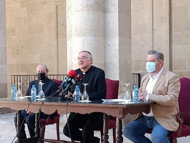 Primera rueda de prensa del obispo coadjutor de la Diócesis de Almería, Antonio Gómez Cantero.